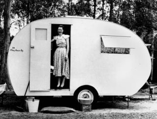 1952ChesneyCaravanCoy2